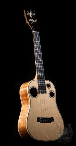 I'iwi Tenor Custom Premium -1p Curly KOA & Bear Claw Spruce -